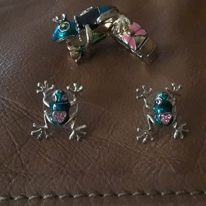 Betsy Johnson frog ring and earring set